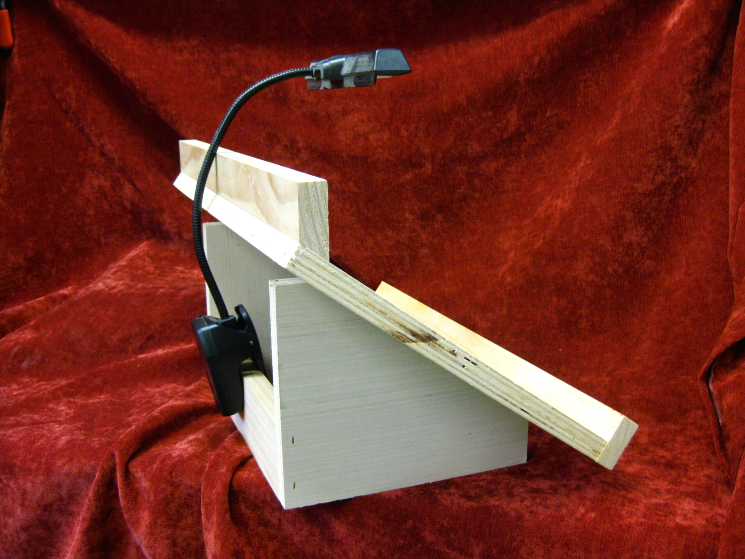 Queen Grafting Stand with Light